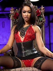 Please welcome The Queen Of Diamonds, Skin Diamond to Divine Bitches! Her Highness is devilishly...