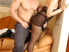 Sizzling hot guy wetting babe�s pantyhose craving for mind-blowing legjob