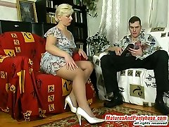 Round mature gal lowering her velvety pantyhose to feel thrust of rocky cock