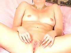 Older babe Kali Karinena spreads her mature ass.