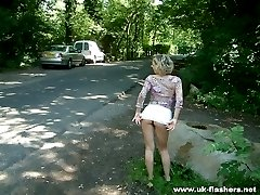 Hot girl taking a piss outside