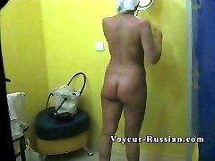 Plump mommy needing that perfect tan - and getting filmed by a sneaky voyeur in the tanning salon