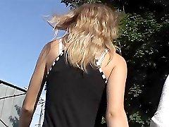Whistlebait blonde`s upskirt