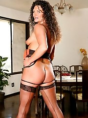Tiry Wild gets bossy with her window cleaning dude and makes