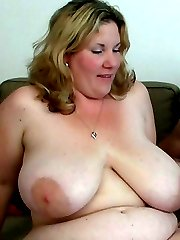 He just finished working on her car and now the fat BBW lets him fuck her cunt hard