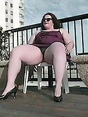 Sexy babe who luvs to tease you