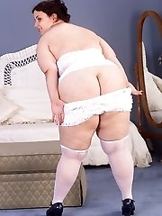 Fat Bootie Plumper Babe Undressing and Posing