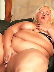 Fat ash-blonde Melinda Shy with huge knockers gets revved on and yaps it in front of the camera