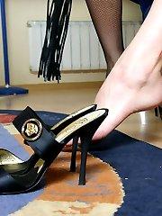 Having no mercy girlfriends teach their servant the art of footworship