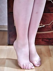 Teasing raven-head slides out of her red pumps to boast her nylon clothed soles