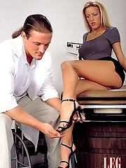 Robyn gives her doc a footjob