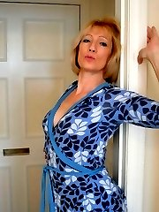 MILF flashes wearing a dressing gown