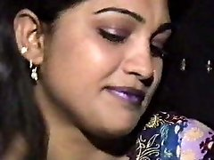 Lahori HEERA MANDI punjabi pakistani chick in threesome