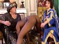 African Mega-bitch Blows And Gets Fisted In 3 Way