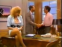 Hussy secretary gets her pussy poked on the boss's table