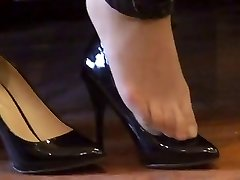 asian hosed (nylon) feet shoeplay with high stilettos