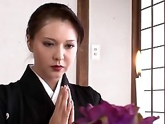 Jaw-dropping Japanese mom I'd like to fuck