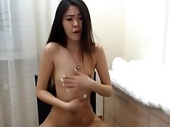 sexy korean lady squirts on cam