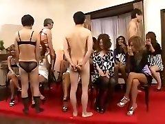 cfnm mit outgoing japanese mädchen die playfully examine hahn