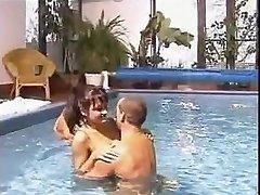 tsjechische viertal in het zwembad