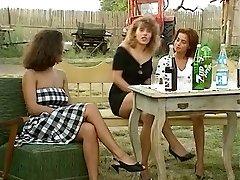 Angelica Bella and Simona Valli in Retro Gang Screw