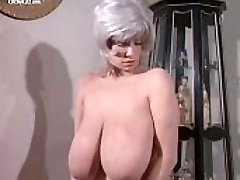 Huge-boobed Chesty Morgan naked from Deadly Weapons
