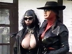 Kinky latex dommes examine twat of one plum chick outdoor