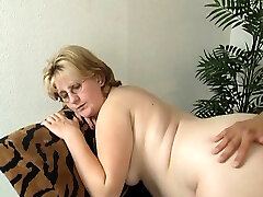 Pregnant mature lady wants to get pounded properly