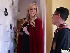 Wickedly splendid MILF Brandi Love wants to plow this magician