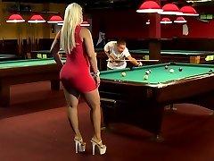 A tick blonde women with large hefty ass