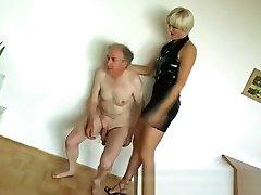 Mistress Monica Ballbusting