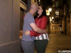 Horny brunette with big boobs is having hardcore fucky-fucky with a guy she has recently met
