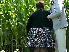 Wifey Shows Her Bottom in the Countryside