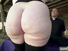 Giant bottomed sexpot Virgo Peridot likes facesitting and insatiable doggy fuck
