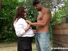 Sexy mature plumper grabs manhood and fellates it greedily in the garden