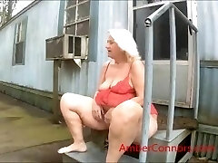 Grandma loves to squirt and pee