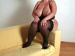 Breasty bbw mother i'd like to bang in nylons