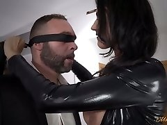 Stunning mom in latex Ania Kinski gets drilled properly
