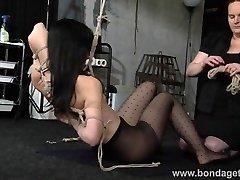 Limited bondage babe Elise Graves lesbian