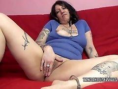 Tattooed bbw Lexxi Meyers is playing with her twat