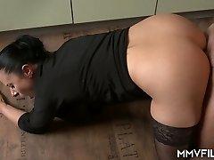 44 yo German housewife Bonny Devil is totally into sucking meaty fuckpole