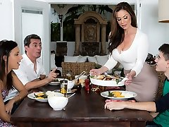 Kendra Eagerness & Jordi El Nino Polla in Kendras Thanksgiving Catapulting - Brazzers
