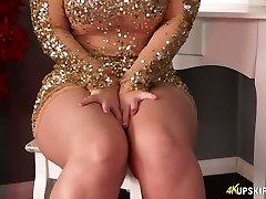 Chubby blonde mummy Nikki Lee exposes her nice bum