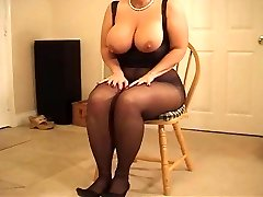 Buxom curvy MILF in pantyhose heeljob
