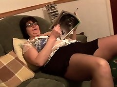 Mature Plus-size in short skirt rips her black pantyhose