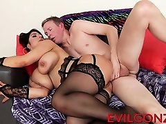 Amazing mature hoe Raven gets a huge boner in her ass-hole