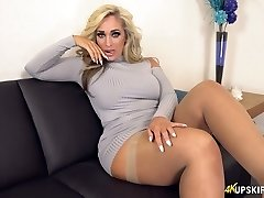UK Cougar with blond hair Kellie OBrian is always ready to demonstrate caboose