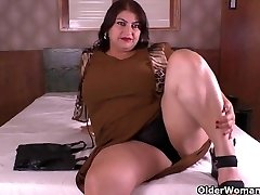 Latina Plus-size milf Carmen has nylon fetish