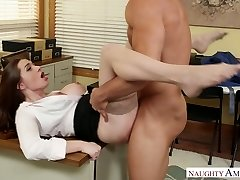 Stunning office manager Veronica Vain fucked rock hard on the table
