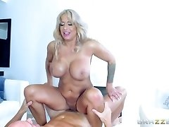 Brazzers - Red-hot Milf Alyssa Lynn is an animal